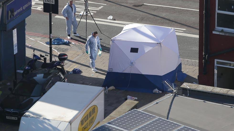 Un muerto y una decena de heridos en el atropello de una furgoneta cerca de una mezquita en Londres