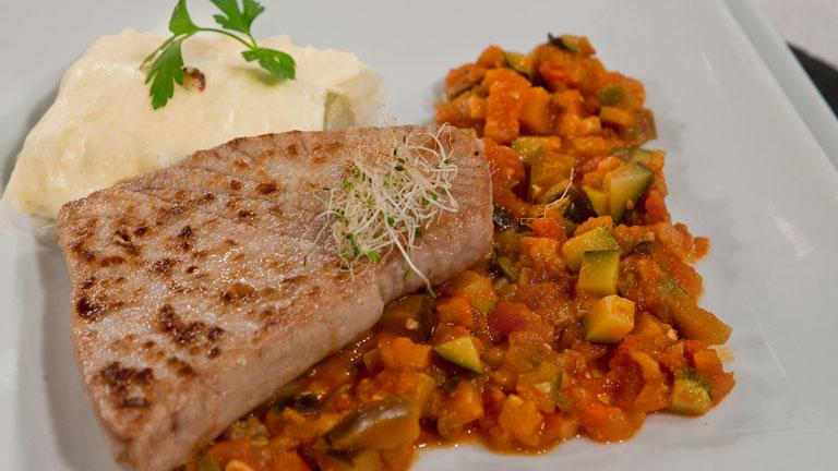 Saber Cocinar - Atún con pisto y  puerros gratinados