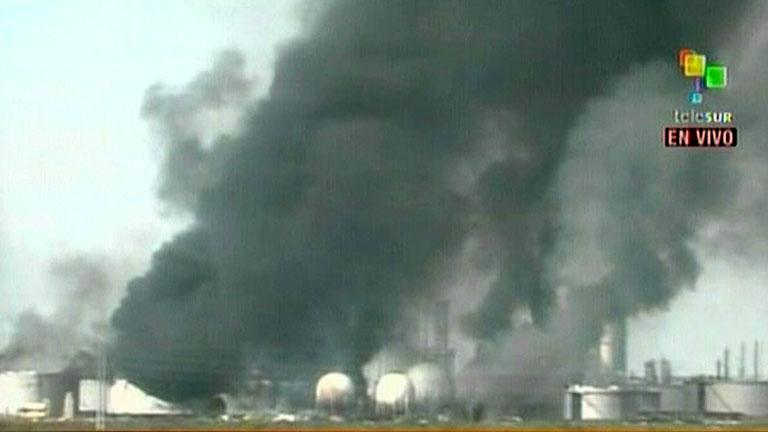 Aumentan a 24 los muertos en la explosión de una refinería en Venezuela