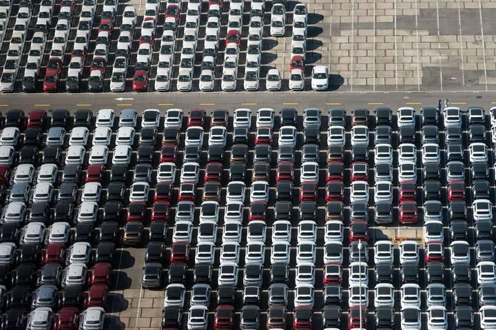 Automóviles en el puerto de Río de Janeiro (Brasil)