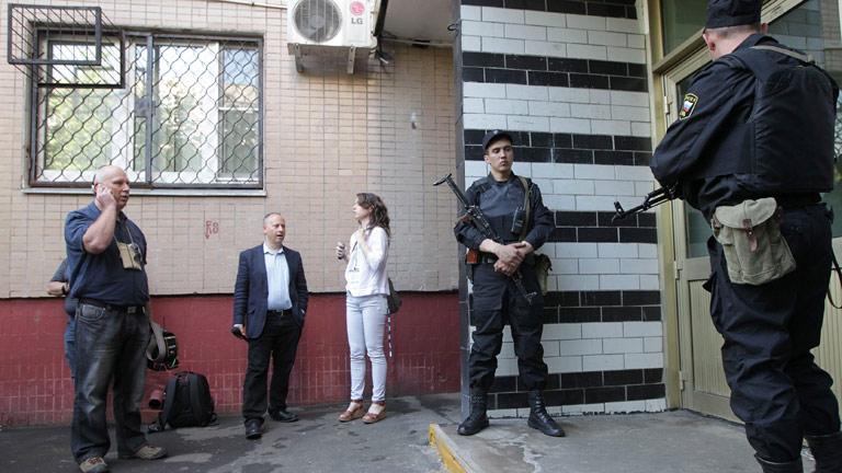Las autoridades rusas acosan a los opositores en vísperas de otra protesta contra Putin