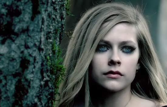 """Alice (Underground)"", videoclip de Avril Lavigne para la 'Alicia' de Burton"