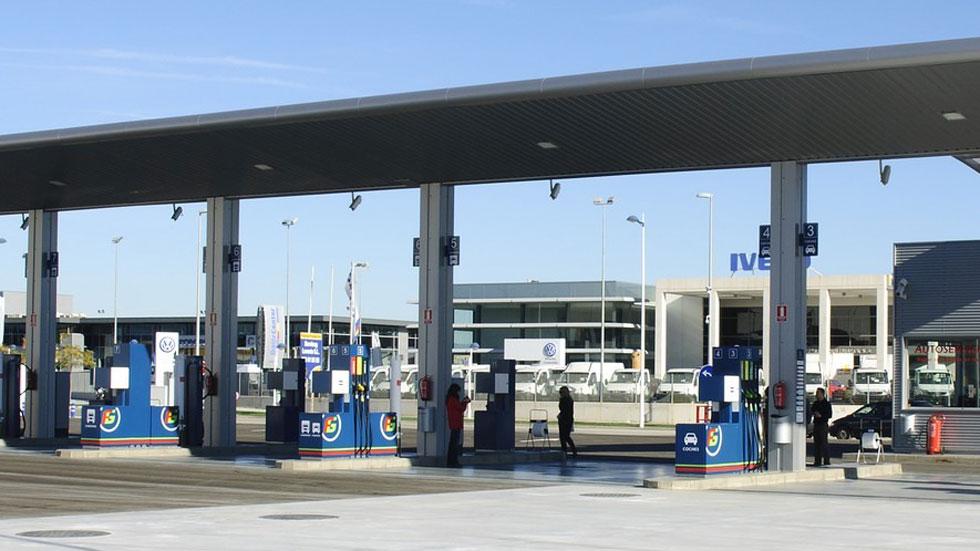 El precio del combustible no baja en la misma proporción que el precio del petróleo