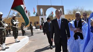 Ban Ki-moon visita los campos de refugiados saharauis