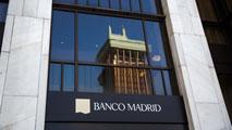 Ir al VideoEl Banco de España investiga posibles irregularidades en el Banco de Madrid