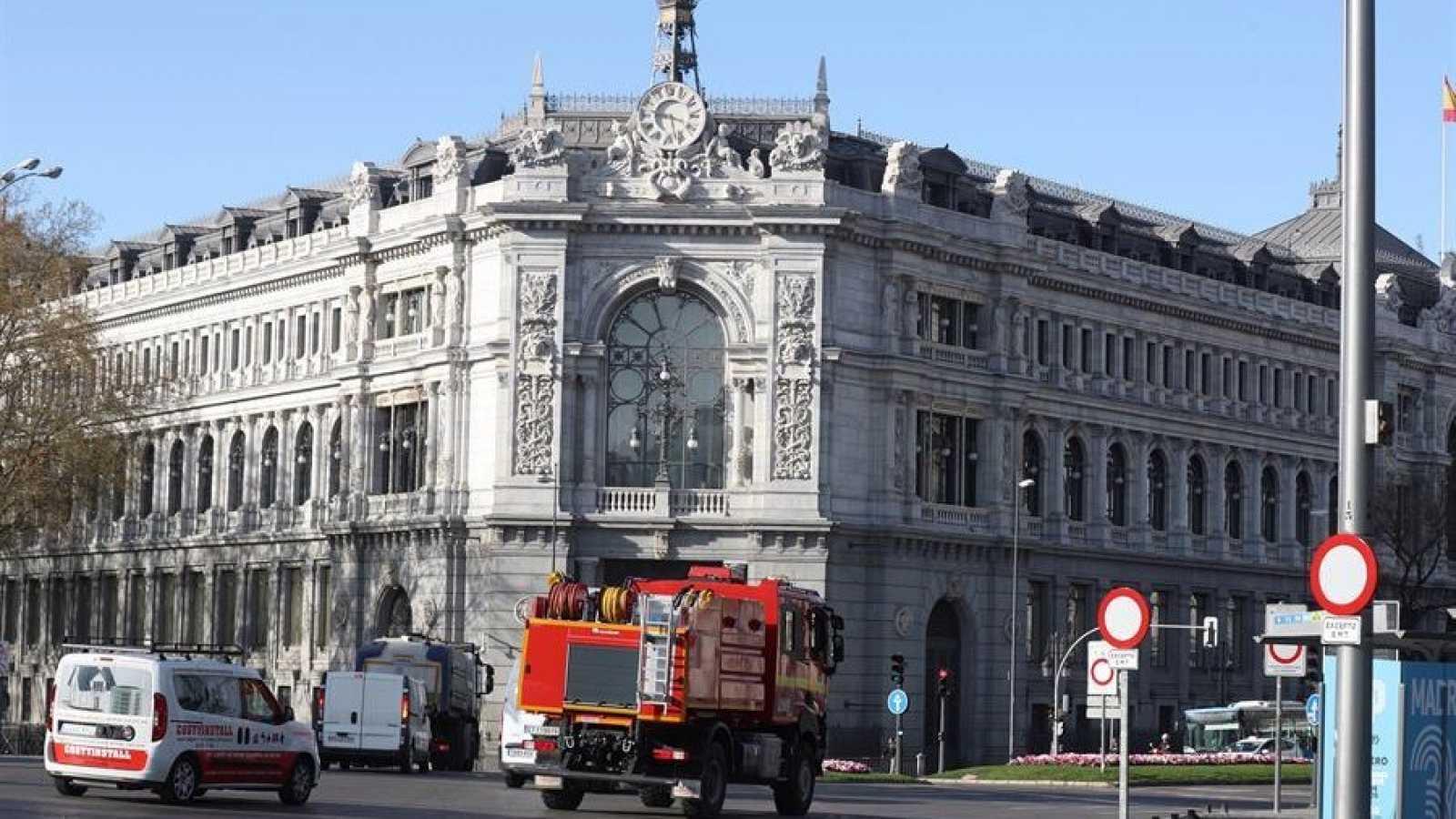 Ir al VideoEl Banco de España mejora sus previsiones pero se mantiene lejos de las estimaciones del Gobierno