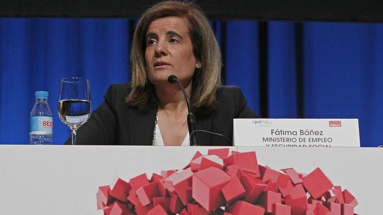 Báñez valora la paz social pero defiende la reforma laboral