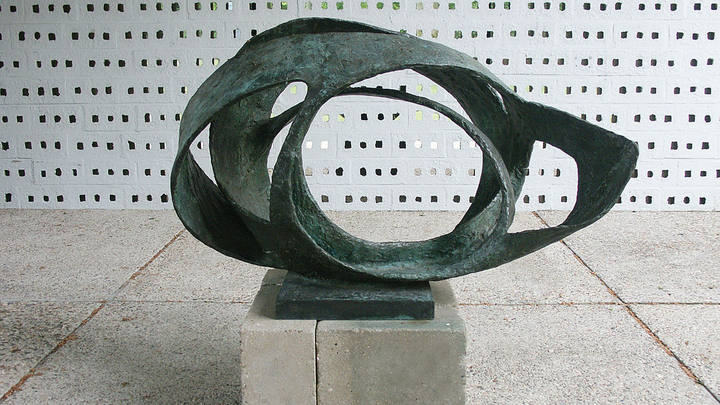 Barbara Hepworth. 'Oval Form' (Trezion) 1961-63.