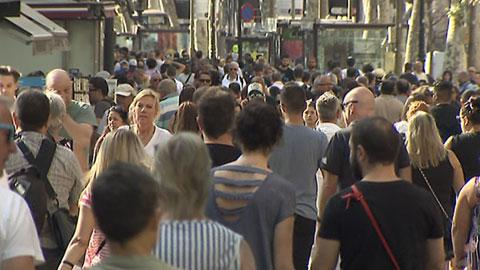 Barcelona intenta recuperar poco a poco la normalidad tras una masacre que ha dejado de momento 13 muertos y un centenar de heridos