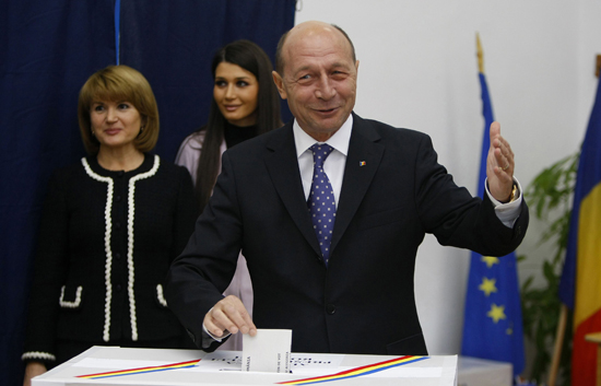 El actual presidente de Rumanía gana por un estrecho margen