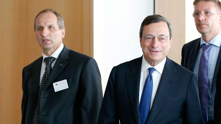 El presidente del BCE defiende la legalidad de la compra de deuda soberana