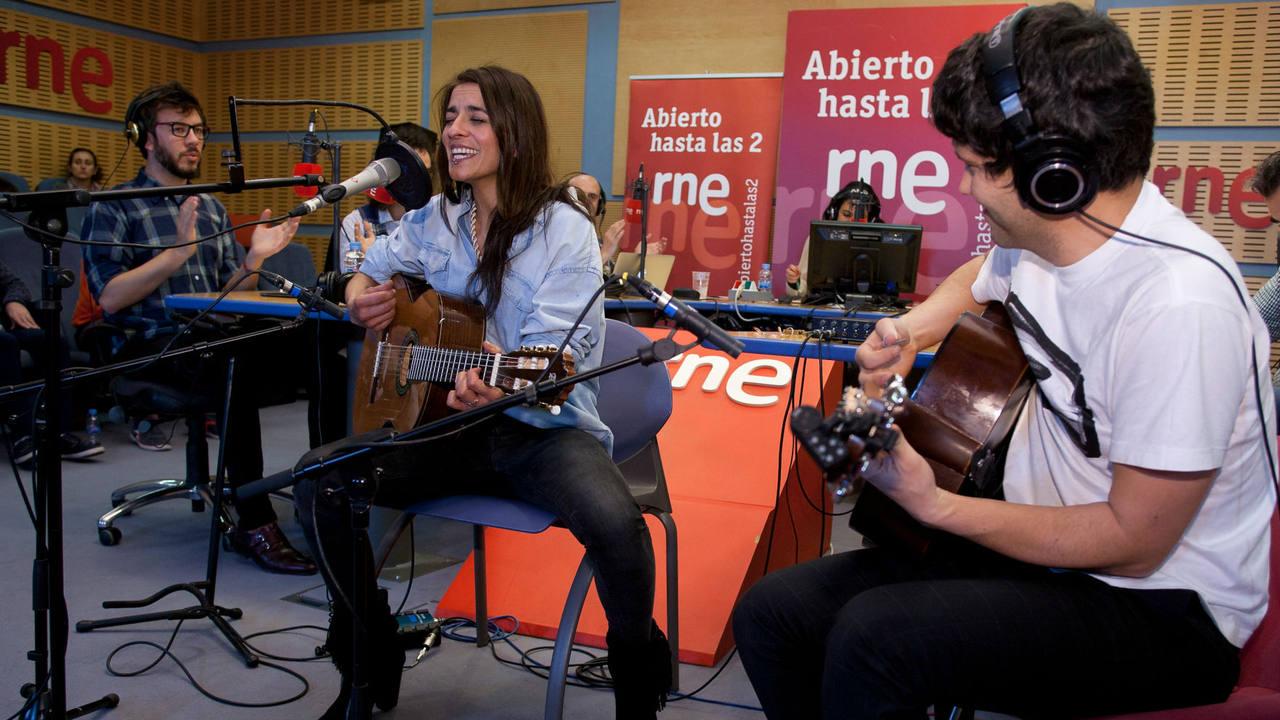 Bebe, acompañada por Javier Pedreira a la guitarra