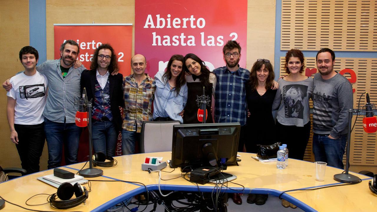 Bebe, con Paloma Arranz y todo el equipo de 'Abierto hasta las 2'