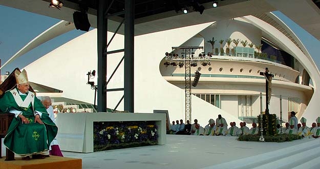 Pope Benedict XVI leads a mass in Valencia