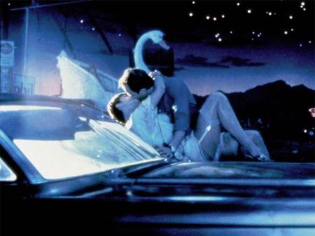 El beso entre Frederic Forrest y Nastassja Kinski en 'Corazonada' (1981), un musical que supuso su ruina y el final de su control creativo total.