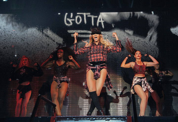 "Beyoncé (2-d) durante el único concierto en España de la fase europea de ""The Mrs. Carter Show World Tour 2014""."