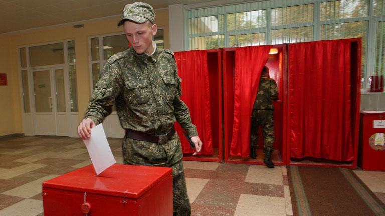 Bielorrusia celebra elecciones con la ausencia de la mayor parte de la oposición