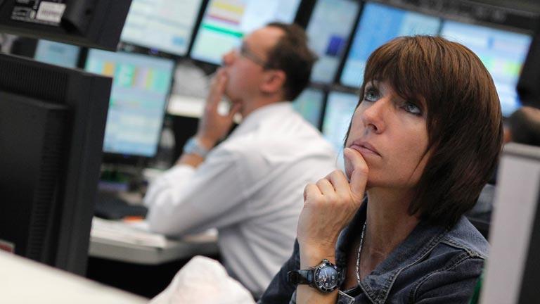 La Bolsa cae y la prima sigue disparada tras la subasta