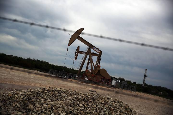 Bomba de extracción de petróleo en la ciudad tejana de Gonzales