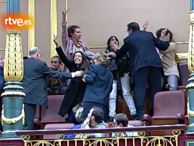 Bono expulsa de la tribuna del Congreso a activistas pro saharauis