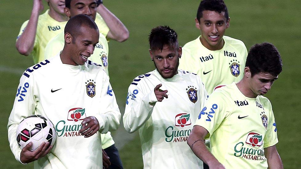 Brasil probará con Luiz Adriano ante una Turquía que quiere resurgir