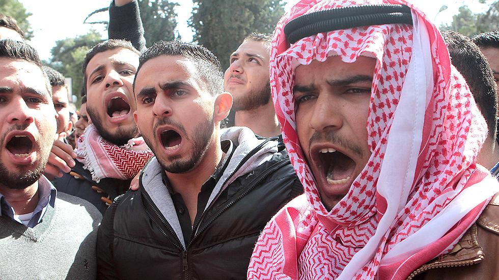 La brutalidad del Estado Islámico aviva el debate en los países árabes de la coalición