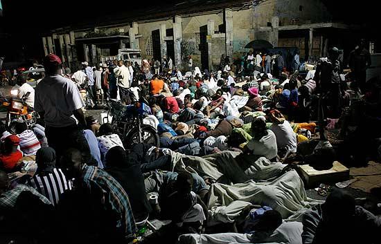 Buscan a las víctimas en los escombros en Haití