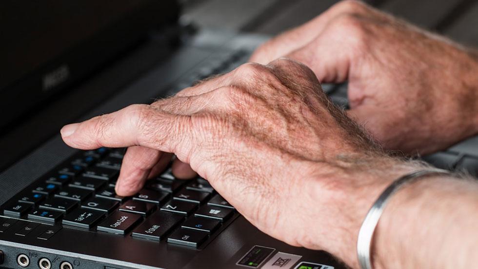 Cada vez más personas mayores utilizan las nuevas tecnologías