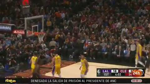Ir al VideoCalderón destaca en la victoria ante Lakers