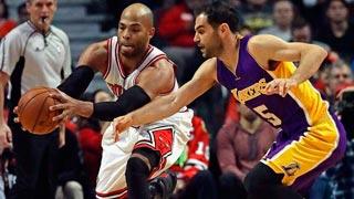 Calderón guía a los Lakers en su asalto a Chicago