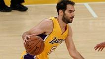 Ir al VideoCalderón rescinde su contrato con los Lakers y apunta a los Warriors