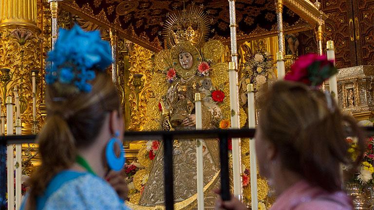 Calma y organización inusuales en el salto de la reja de la Virgen del Rocío