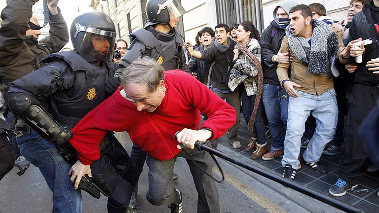 Calma tensa en la protesta de Valencia