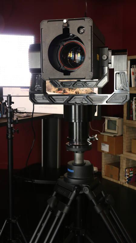 La cámara es un bloque de un tamaño similar al de dos cajas de zapatos con altura modulable.
