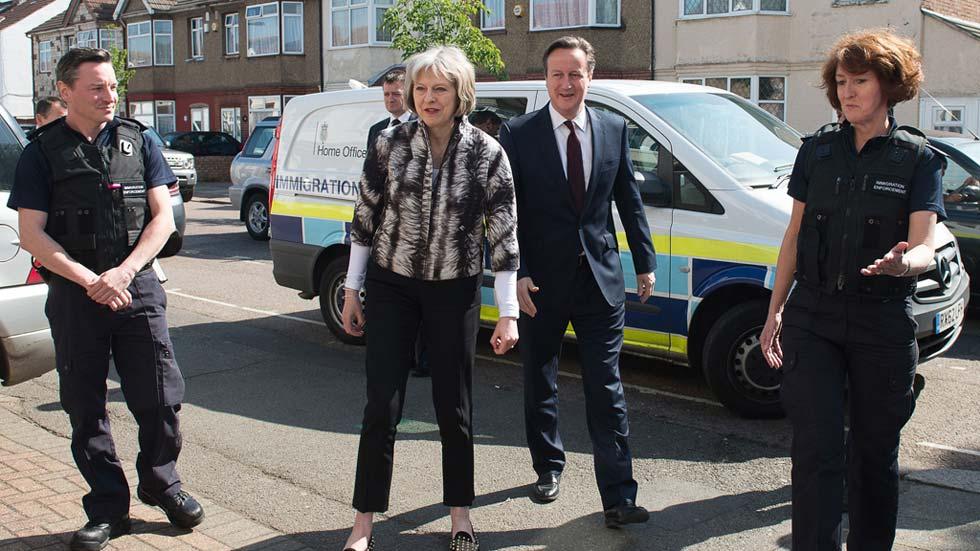 Cameron confiscará los salarios de los inmigrantes ilegales y recortará ayudas