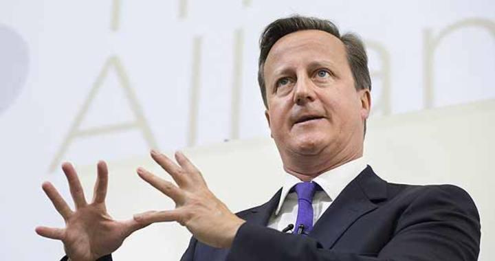 Cameron pronuncia un discurso durante la Cumbre de la Alianza de las Relaciones en la Real Academia de Medicina General en Londres (Reino Unido)