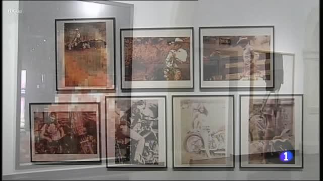 """""""Los caminantes en el puerto"""", una muestra de esculturas en el Palmeral de las Sorpresas de Málaga."""