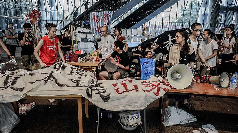 El campamento del movimiento 'occupy' en Hong Kong desalojado tras 10 meses