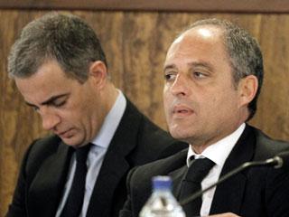 Ver vídeo  'Camps y Costa, declarados no culpables del delito de cohecho impropio por la trama Gürtel'