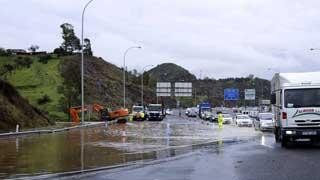 El temporal mantiene en alerta máxima a Canarias