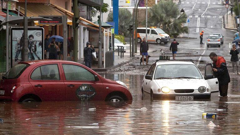 Canarias intenta recuperar la normalidad tras la tromba de agua caída en varios puntos del archipiélago