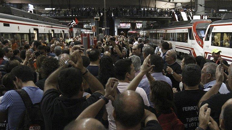 Cancelados trenes AVE y de larga y media distancia por la huelga convocada en Renfe, Adif y Fe