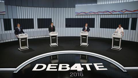 Los candidatos inician su intervención en el debate postulándose sobre posibles pactos