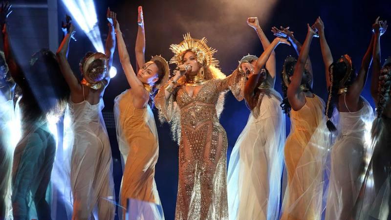 La cantante estadounidense Beyoncé, durante su espectacular actuación en los Grammy