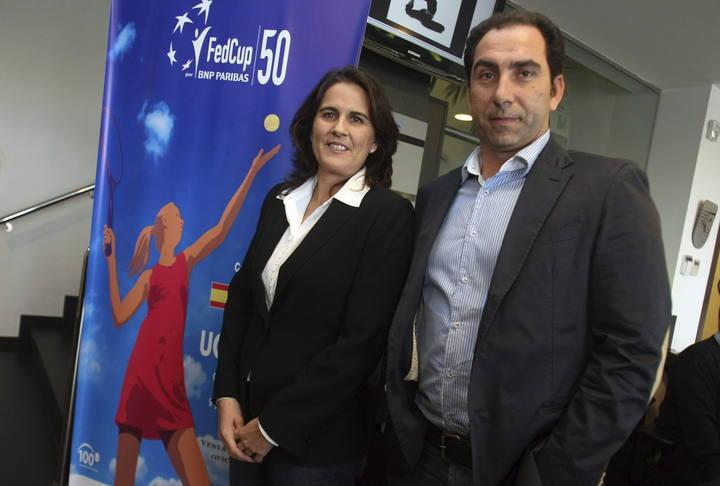La capitana del equipo de Copa Federación, Conchita Martínez, y el director deportivo de la RFET, Albert Costa