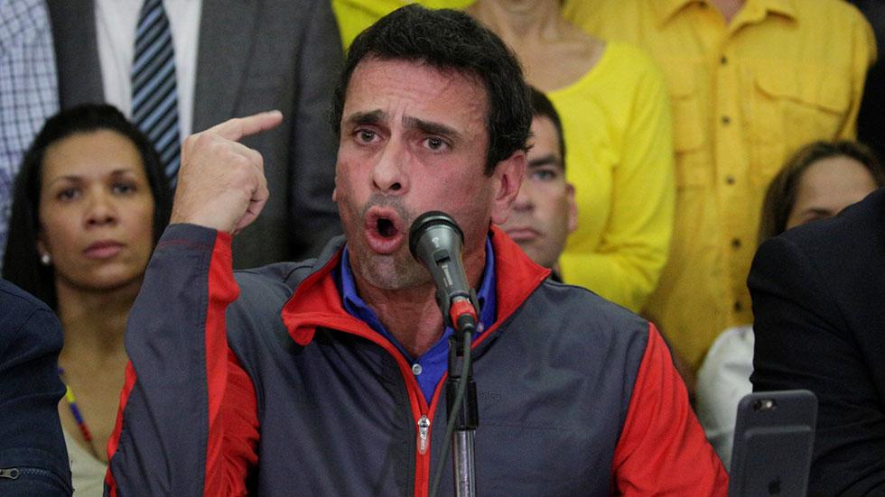 Capriles denuncia un golpe de Estado en Venezuela