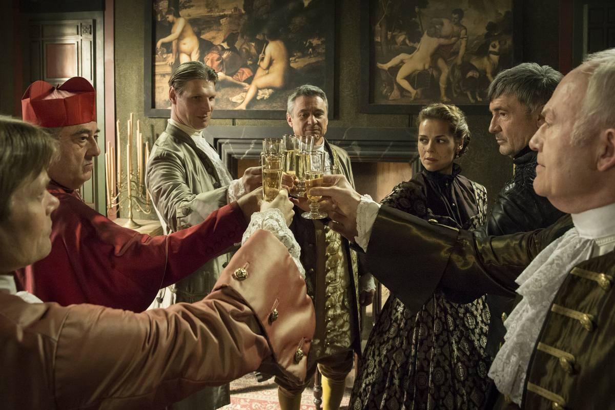 El Cardenal Mendoza y el Comisario reciben a los franceses en el palacio
