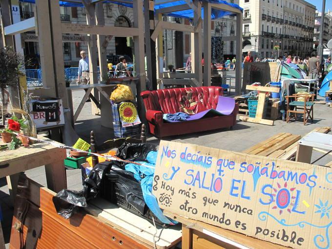 Los rescoldos del movimiento 15m en sol for Puerta del sol hoy