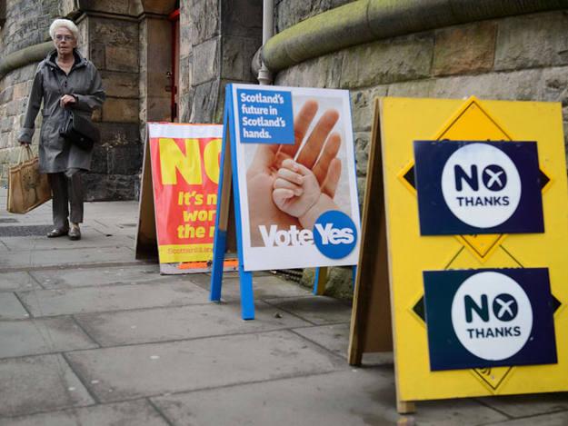 Carteles a favor y en contra de la independencia de Escocia