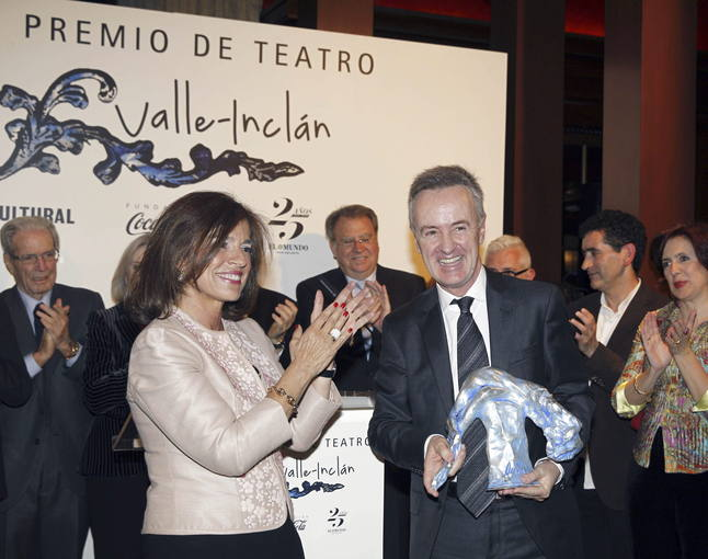 El actor carlos hip lito gana el premio valle incl n de for Teatro valle inclan la cocina